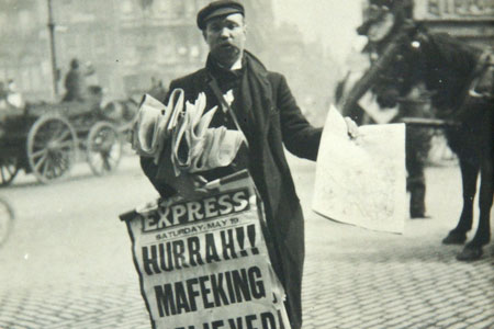 newspaper-seller-1900